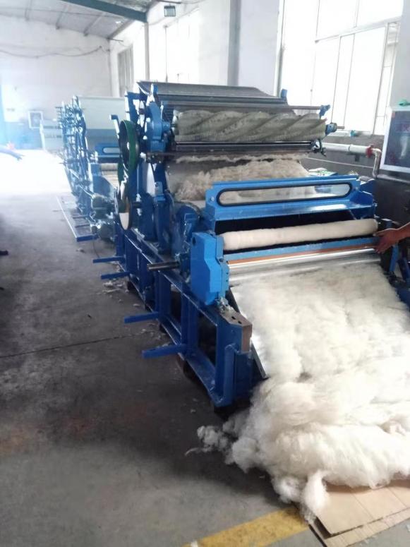 恒鑫泰全自动棉被生产线在积极完成客户订单